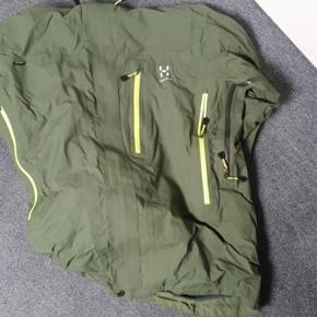 Good waterproof skijacket, but because of the fit you can use it as a daily rainjacket as well. We can talk about the price :)