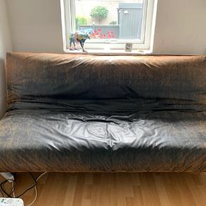 BYD Super fed Futon seng i LEATHER LOOK BROWN VINTAGE - Innovation Living. Understellet er i krom.