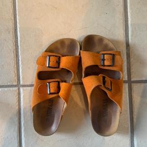 Lækre sandaler i ruskind, perfekte til sommer🌞