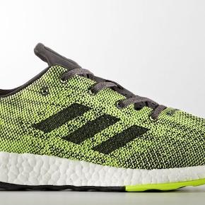 Neutral letvægts sko fra Adidas, model Pureboost DPR.  Helt ny, ubrugt i original æske.  Sender gerne hvis du betaler fragten.  Se også mine andre annoncer.
