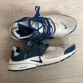 brand new 58939 0fbf3 Nike Presto i hvid og blå str. XXS svarer til 39-40.