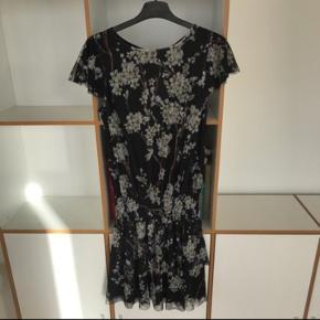 Den smukkeste Gestuz kjole. Sidder rigtig flot og er meget behagelig at have på. Aldrig brugt, stadig med mærke. Nypris: 799kr.  Str xs, kan også passes af en s.