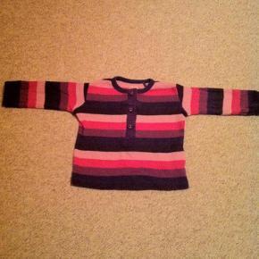 Varetype: Bluse Farve: Lilla, pink, lyserød  Fin bluse, som ikke er brugt så meget. Kun vasket i neutral.