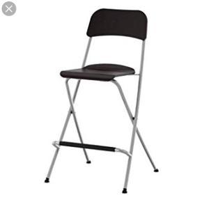 Sælger 2 af disse barstole fra IKEA i sort med metal stel. Ingen ridser. 1 år gammel. Kan tælle på 1 hånd hvor mange gange de er blevet brugt. Skal hentes inden d. 29/6 fra Aalborg centrum.  Kommer fra dyre- og røgfrit hjem.  Går ikke ned i pris herinde på Trendsales så ik forvent at prisen bliver sat ned hvis du gør den til din favorit. De bliver solgt på et loppemarked ellers, så slå til her 😊