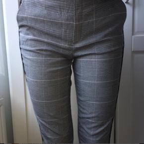 Zara bukser sælges, fejler intet   Bytter også