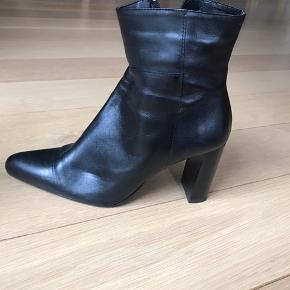 Lækre læderstøvler med en god hælhøjde