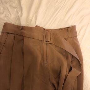 Sælger disse Samsøe bukser i str xs. De er brugt én gang. Np er 800kr. Byd