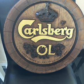 Carlsberg låg i plastik til ophæng. Afhentes på 8270 Højbjerg . Reserverer gerne når halvdelen af beløbet betales ved reservationen .