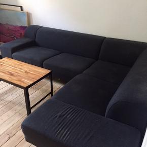 Sælger Bolia sofa i mørkegrå uld. Bolia uldrens har efterladt skjolder, som kan ses på billedet.   Nypris: 32.000,-