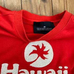 Sweatshirt fra Designer remix i en flot rød 🍎 BYD!