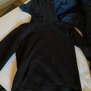 Sort hoodie fra H&M (divided linje) 🖤 Størrelse small! Brugt få gange