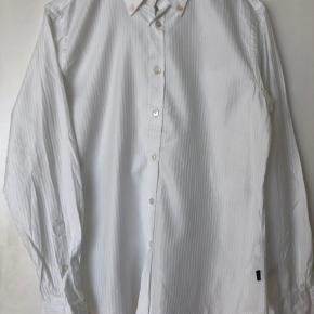 Hvid stribet selskabsskjorte  Står som helt ny   #thirtydayssellout