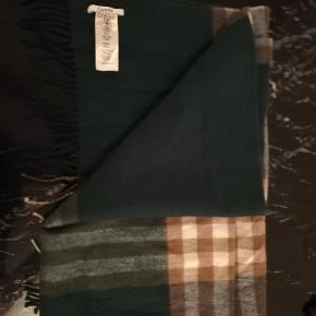 Ganni halsterklæde. Dejlig langt (Ca 2 m). 100% uld