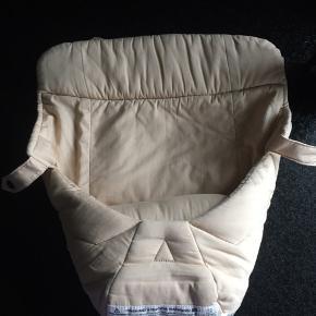 Babyindsats til ergobaby bæresele. Kan anvendes af nyfødt-5,5 kg. Pæn stand.