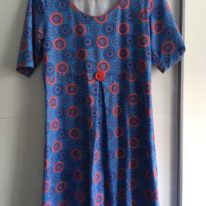 Ny Charles kjole, aldrig brugt, dog er tags klippet af.  Mindstepris kr. 400 pp.  Bytter ikke.