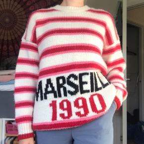 Lækker strik / sweater fra New Look, købt på ASOS. Perfekt til efterår og vinter, da den er dejlig tyk og varm. Brugt få gange, derfor ingen tegn på slid. Str. S - men vil dog sige den kan passe alt fra S-L, da den er meget oversized. BYD endelig! :D