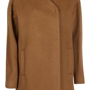 Designers Remix frakke, der holder varm. brugt, men stadig i god stand.   bytter ikke.