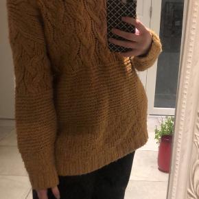 Sælger denne lækre sweater fra Mango, fordi jeg ikke får den brugt.   Skriv endelig for flere billeder eller spørgsmål:)
