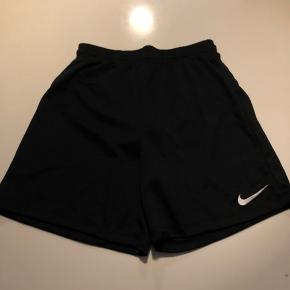 Super fede Nike dry fit shorts, kun vasket men aldrig brugt.  Fast pris og bytter ikke