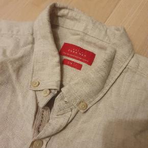 Beige Sandfarvet skjorte fra Zara i størrelse M Aldrig brugt