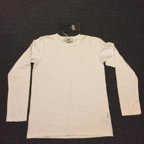 Brand: Urban Quest Varetype: T-shirt Størrelse: 158/164 Farve: Blå  Pris er for en