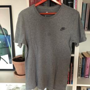 Super fed t-shirt, men har en plet, deraf prisen☺️