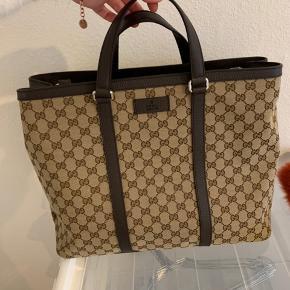 Stor Gucci Kanvas taske, købt i marts 2019  :)  Så god som ny. Sælges da det er en gave, og ikke lige min stil ✌🏼