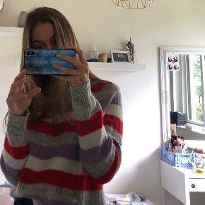 Envii sweater, i god stand, men brugt. Har været meget glad for den her sweater, men bruger den ikke mere, derfor sælges den.
