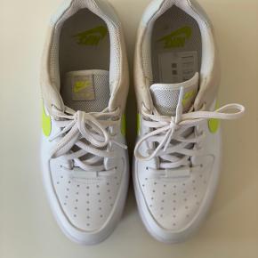 Nike Air Force 1, brugt 7 gange, næsten som nye.