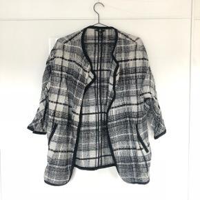 H&M 3/4 jakke 50% uld 50% viskose   ❌BYTTER IKKE. 💵Betaling gennem Mobilepay 🛍Afhentes på Nørrebro i weekend og aftentimerne 📦Sendes via DAO. Porto omkring 33 kr.