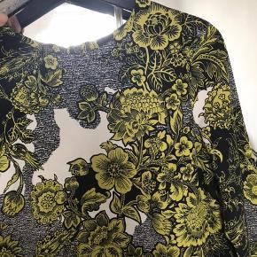 Smuk draperet kjole fra Topshop Brugt et par enkelte gange Str 36 Np: 500
