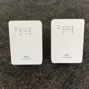 2 stk wifi repeatere fra YouSee, næsten nye. Virker som de skal, sælges da vi har fået nyt internet. Sættes i stik kontakt. Nypris 299,- Pr stk 175,- eller begge for 300,-