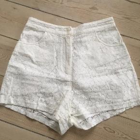 Søde blonde shorts str.34 Kan hentes i Århus C