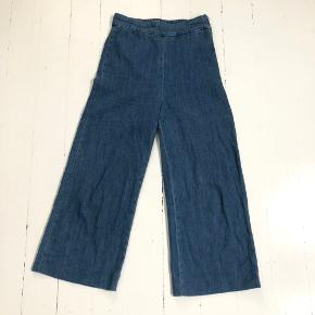 Enkle højtaljede jeans fra Zara