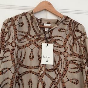 Sælger denne helt nye og ubrugte skjorte fra særkollektionen Richard Allan x H&M.   Str. 36 men passer også en 38.    #30dayssellout