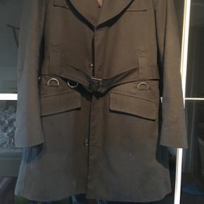 Helt ny jakke fra Bertoni, str L, aldrig brugt.  Gi et bud 😊