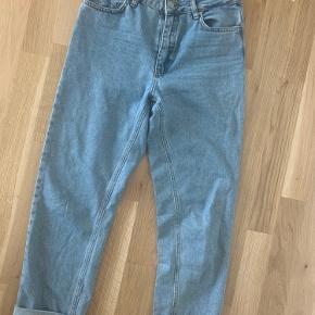 Lækre mom-jeans fra ENVII, som jeg desværre er vokset ud af. De er lækre i kvaliteten👖