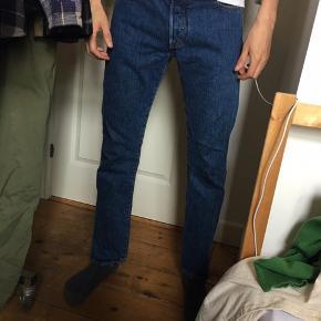 Levi's jeans 501 modellen, men købt fra ny. Størrelse W30L32. Fremstår som fra ny