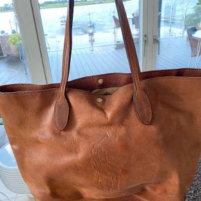 Lækker taske fra Ralph Lauren med Patina.