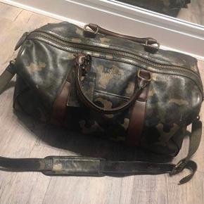 Ralph Lauren travel handbag købt i New York 2016, kun brugt en enkelt gang. Ny pris var 6100 kr.