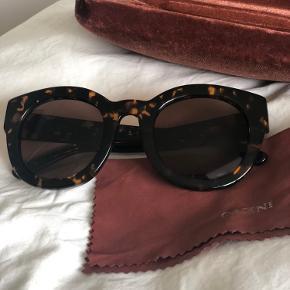 Cool solbriller fra Ganni med UV-beskyttet glas