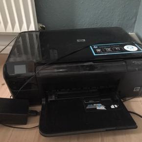Printer - HP Photosmart CP4680. Laver kopier, kan skanne og sende trådløst, og printer selvfølgelig i alle farver. Sælges grundet flytning.