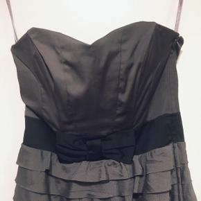 • Sød grå stropløs kjole • Str. 38 • Sender med DAO