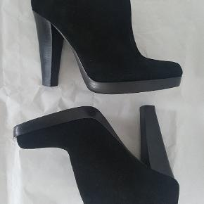 & Other Stories suede (ruskind) booties with decorative zipper detail in the back. Brand new, unused, unworn, undamaged. I have also paid extra couple of hundreds to add rubber soles to the bottom of the shoe to make sure that it doesn't slide on the floor or ice. The heel is very stable.