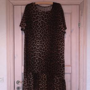 Lækker kjole fra Z by Z str. XL.  Brugt 1 gang  Kom med et bud.