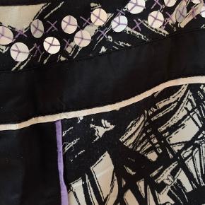 Super skøn nederdel A-form. Mange søde detaljer