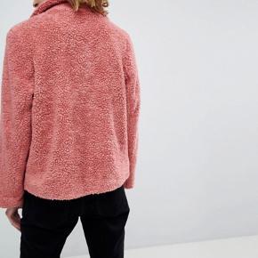 Moss Copenhagen teddy fur coat. Fitter i str s/m - skriv for flere billeder. Fejler INTET og maks lækker og varm jakke!