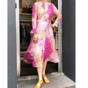 Smuk kjole fra Nümph  Aldrig brugt • impuls køb  Str 42  Mp 600kr + fragt + ts gebyr