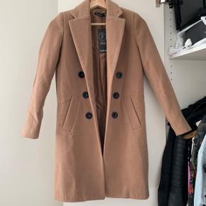 Coat fra Bohoo. UK str 38. Aldrig brugt.