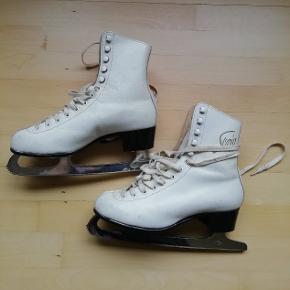 Hvide skøjter lavet af ægte læder Str. 9 1/3 som svarer til str. 38